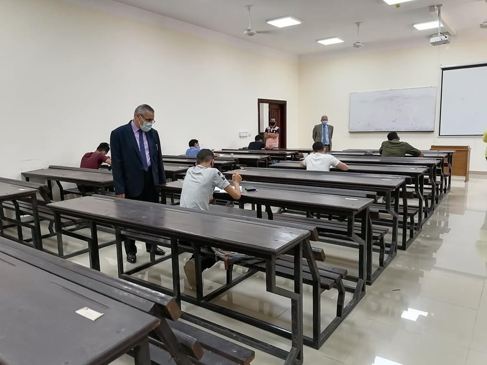 رئيس جامعة القاهرة التكنولوجية يتفقد اختبارات القدرات