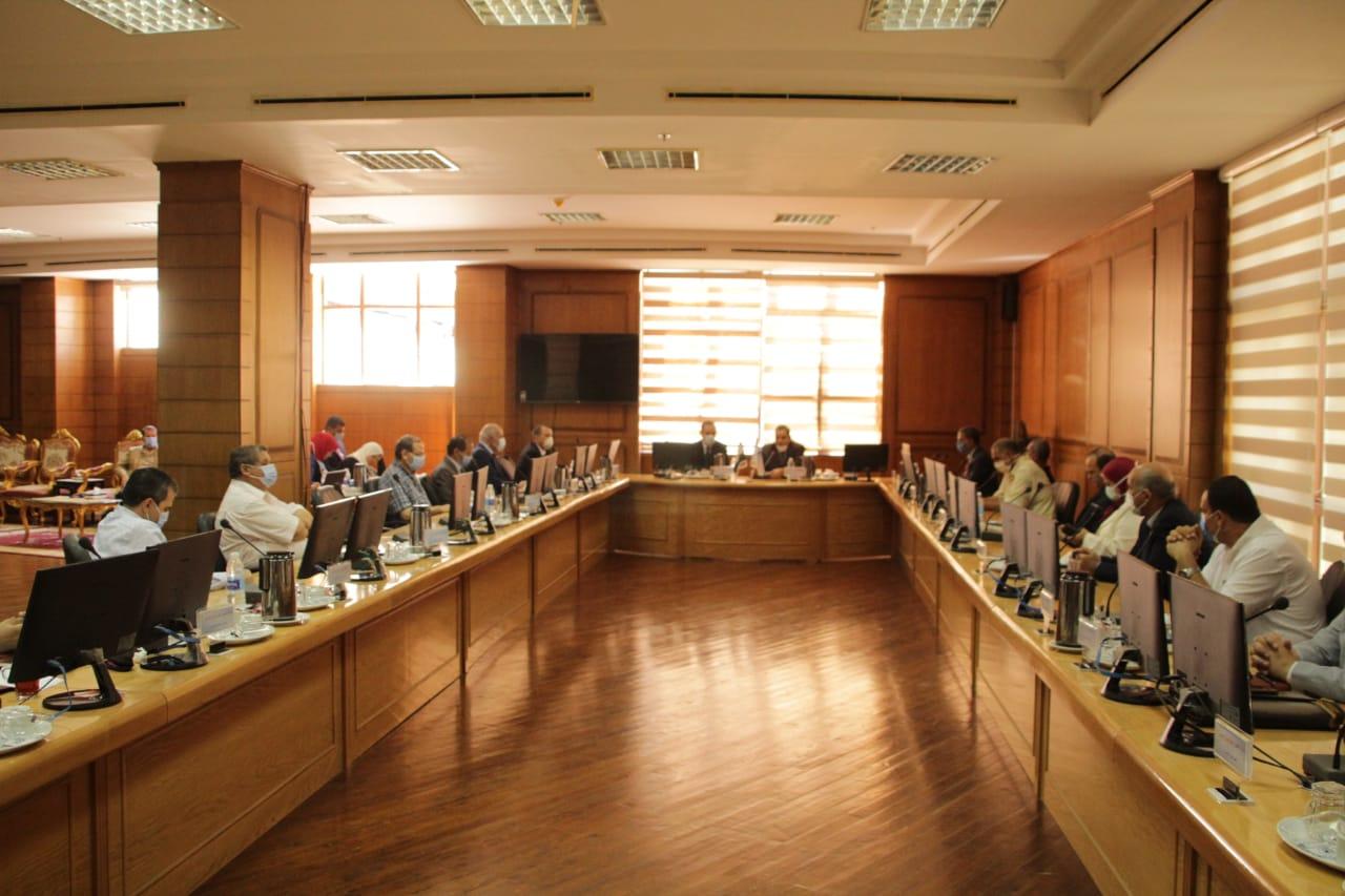 اجتماع مجلس جامعة كفر الشيخ بحضور المحافظ