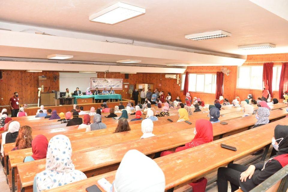 """جامعة أسيوط تطلق دورتها الثالثة """"لإعداد معلم تعليم الكبار"""" بكلية التربية"""