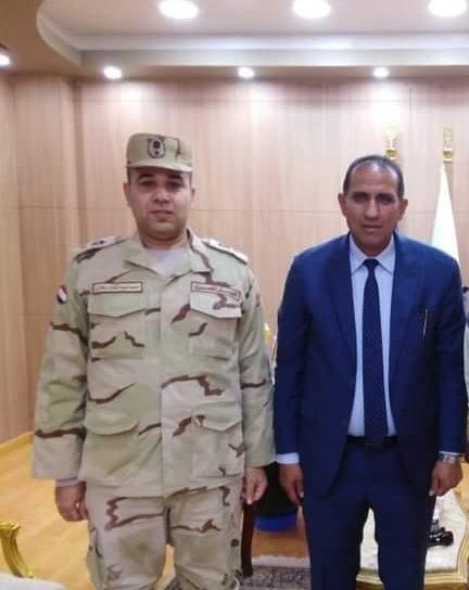 رئيس جامعة أسوان يشيد بدور القوات المسلحة لتعزيز الانتماء والولاء لدي الطلاب