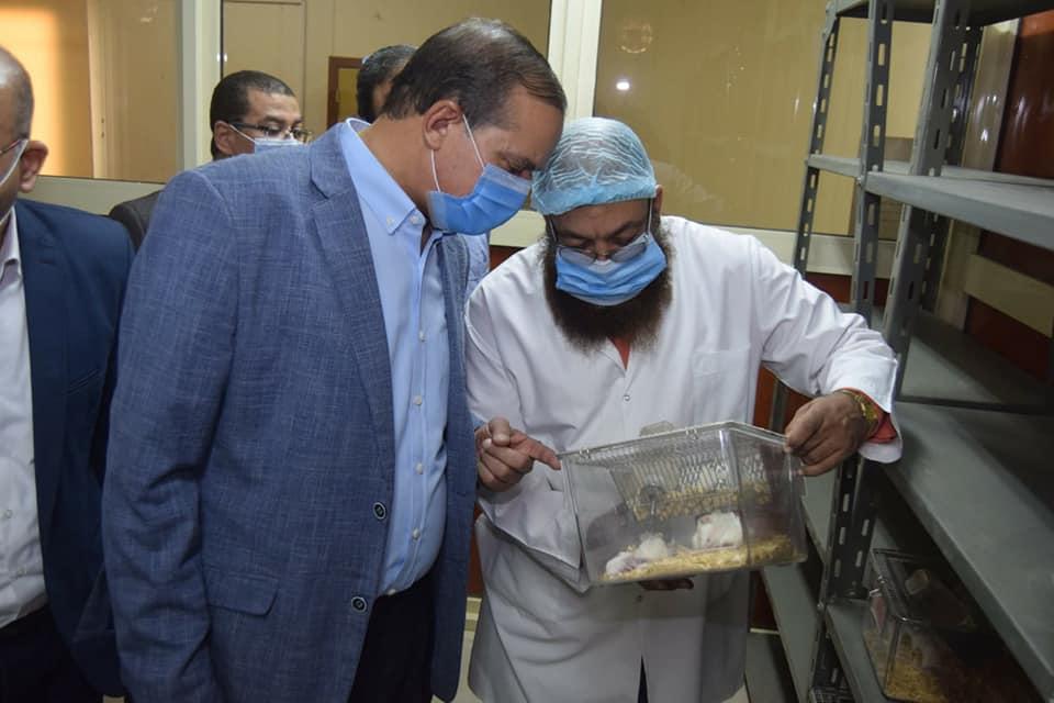 جامعة سوهاج تفتتح وحدة أبحاث تجارب الحيوانات بكلية الطب البشري