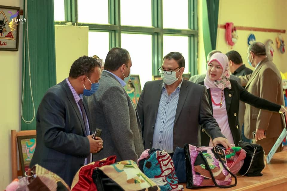 جامعة بنها تفتتح معرض توظيف المنتجات النسيجية الابتكارية بتربية نوعية