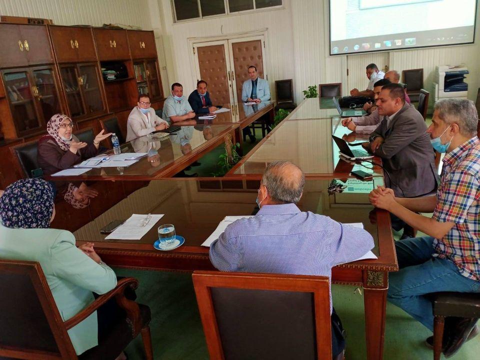 جامعة الزقازيق تناقش عدد من المشروعات البحثية للصندوق الخيري لدعم البحث العلمي والإبتكار