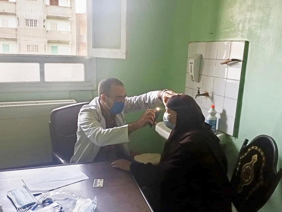 قوافل جامعة طنطا الطبية توقع الكشف على 706 من أهالي مركز بسيون