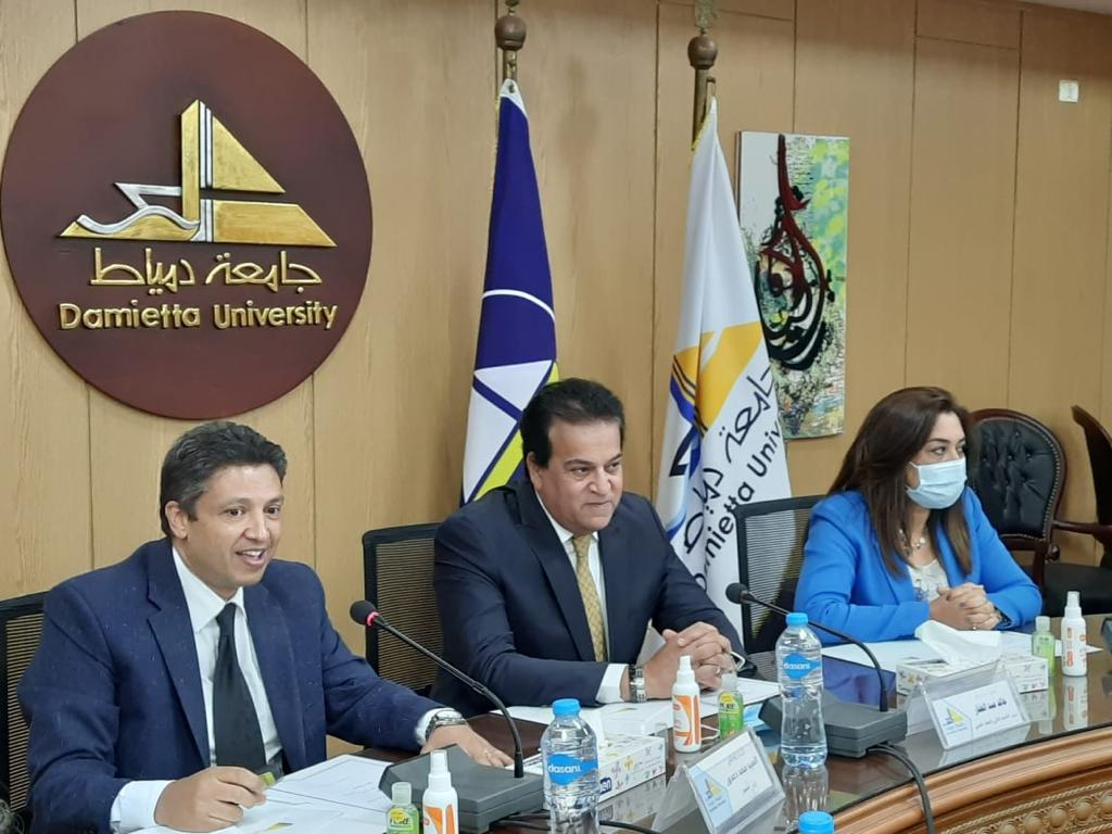 وزير التعليم العالي يفتتح عدة مشروعات ويطمئن على انتظام سير العملية التعليمية بجامعة دمياط
