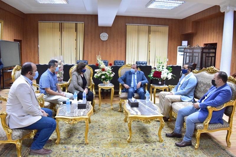 رئيس جامعة بني سويف يستقبل نائب الرئيس التنفيذي لمشروع مراكز التطوير المهني