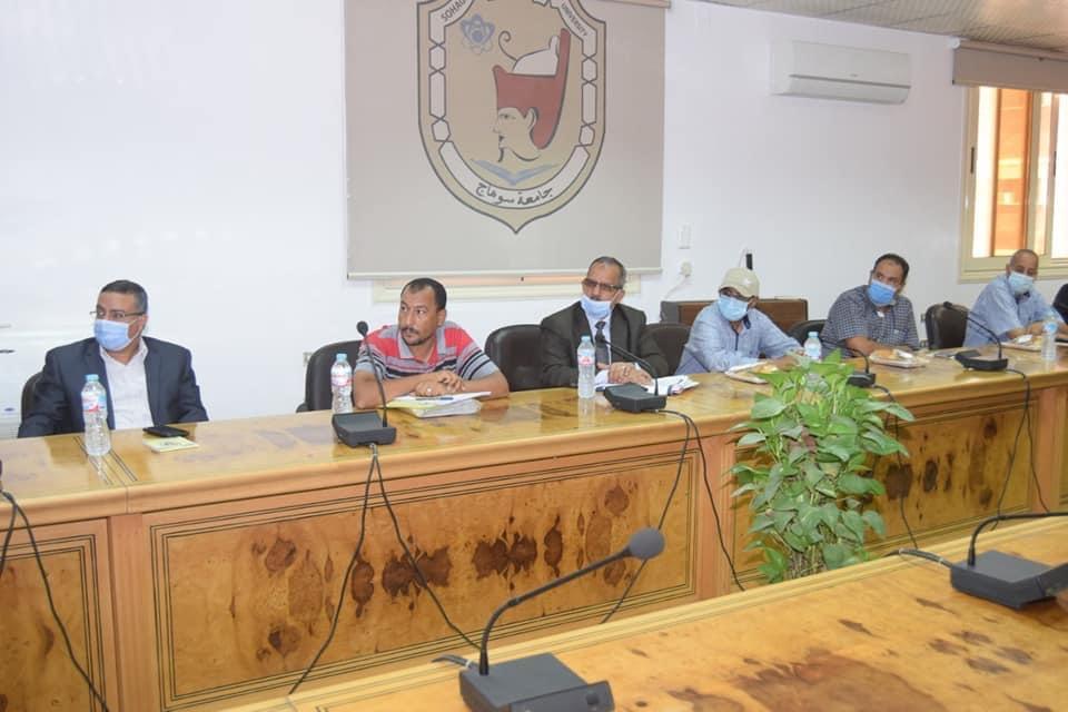 جامعة سوهاج تستقبل وفدين من القوات المسلحة والتعليم العالي لمعاينة موقع الجامعة الأهلية الجديدة