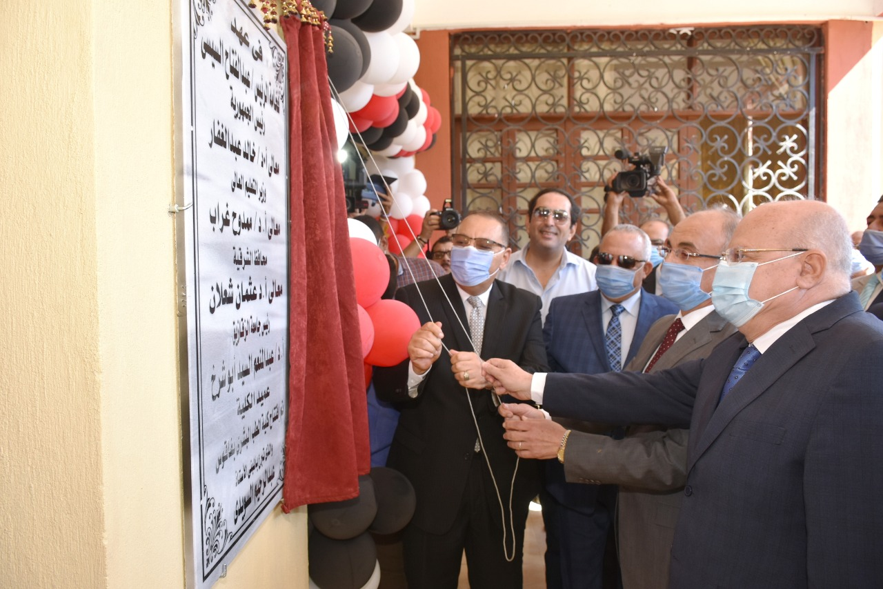 محافظ الشرقية ورئيس جامعة الزقازيق يفتتحان كلية الطب البشري بفاقوس