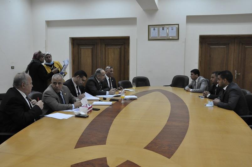 رئيس جامعة كفرالشيخ يتفقد الامتحان التأهيلى للدكتوراة بكلية التربية الرياضية