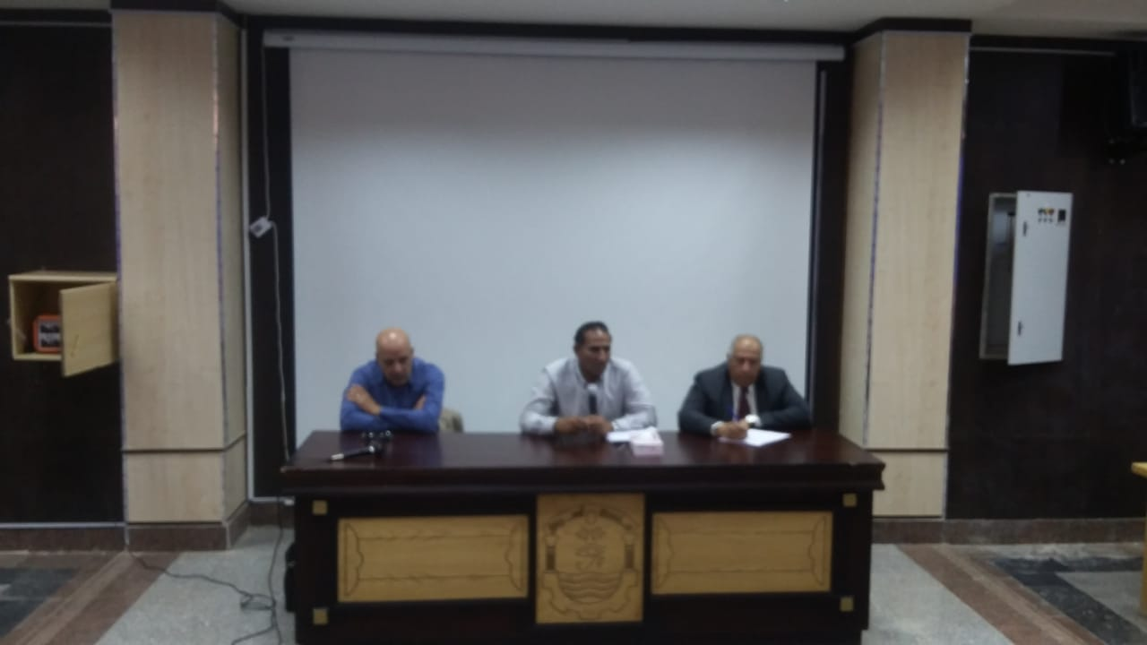 رئيس جامعة أسوان: تطبيق خطة الجامعة للتعليم الهجين ولا تهاون مع المقصرين