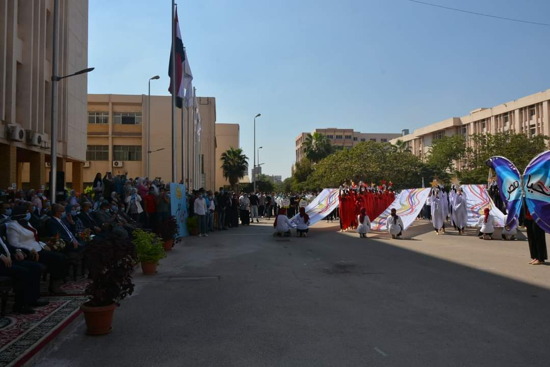 جامعة الزقازيق تبدأ العام الدراسي الجديد بالسلام الجمهوري وطابور العرض