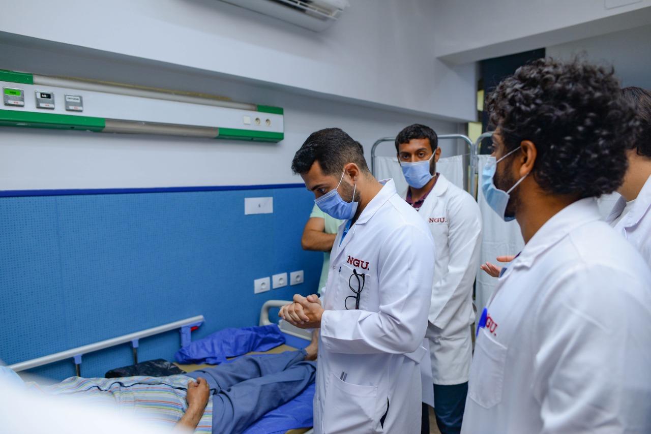 مستشفى جامعة الجيزة الجديدة لخدمة المجتمع تستقبل طلاب كلية الطب