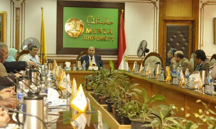 جامعة المنيا تعلن الجدول الزمنى لانطلاق القوافل المتكاملة لقرى المحافظة