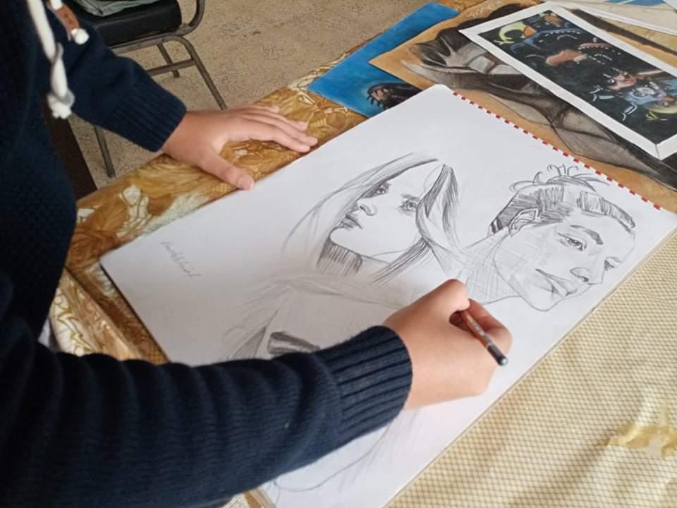 طالب أزهري يبدع في الرسم علي طريقة المحترفين بمطروح