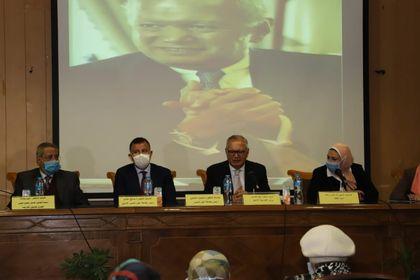 رئيس جامعة عين شمس: العالم يمر بلحظة فارقة تسبب فيها فيروس كورونا