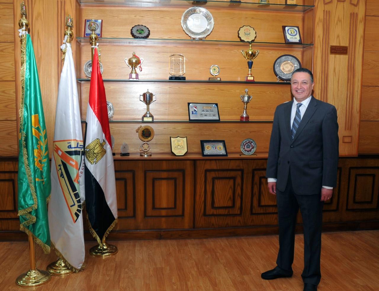 رئيس جامعة بنها عضوا بمجلس النواب.. نجح فى إنجاز العديد من الملفات الهامة وأدار العمل بروح الفريق