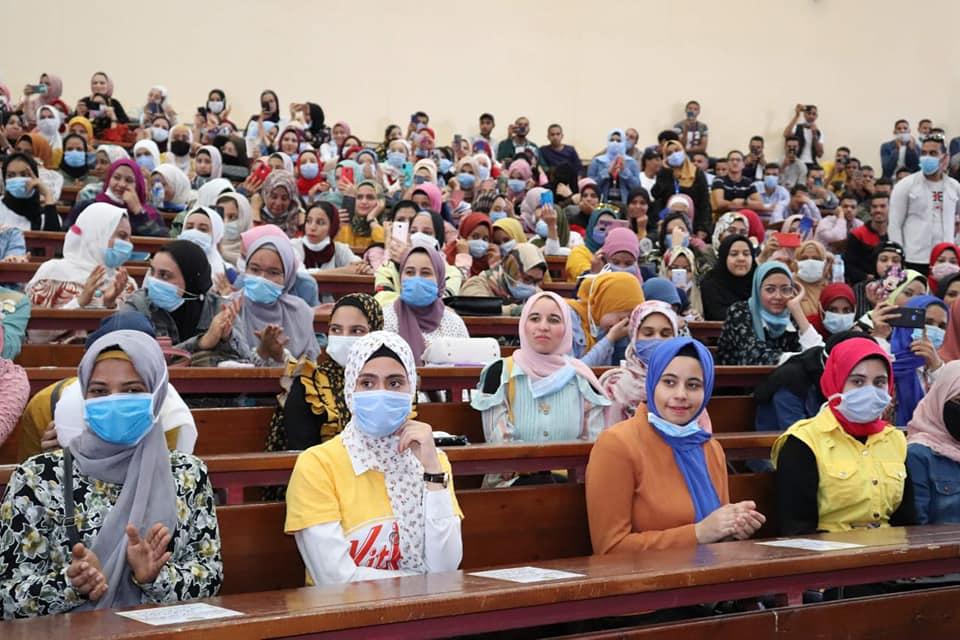 «حقوق سوهاج» تستقبل ٢٦٠٠ طالب بالفرقة الأولى وتطلق قناة تعليمية جديدة