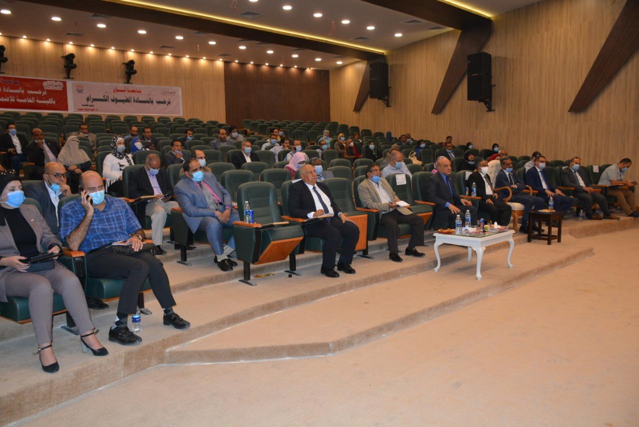 """جامعة أسوان تناقش آليات تطوير مستشفياتها بحضور ممثل """"الاعتماد والجودة"""""""