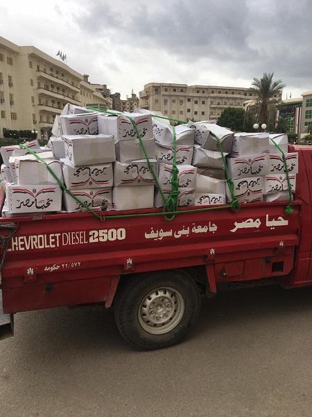 توزيع 3000 كرتونة على العاملين تخفيفا لأعباء الحياة