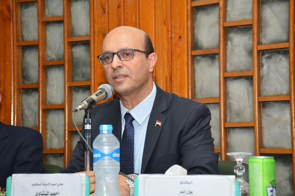 رئيس جامعة أسيوط يكلف «المنشاوي» للإشراف على كلية الفنون الجميلة