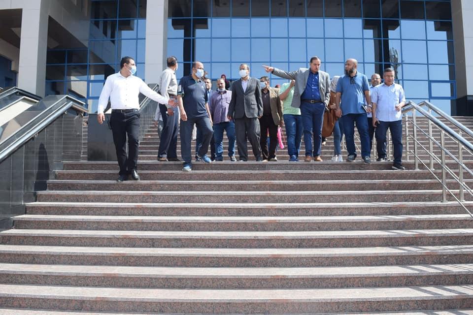 وفد وزارة التخطيط يتابع الموقف التنفيذي للمشروعات الإنشائية بجامعة سوهاج