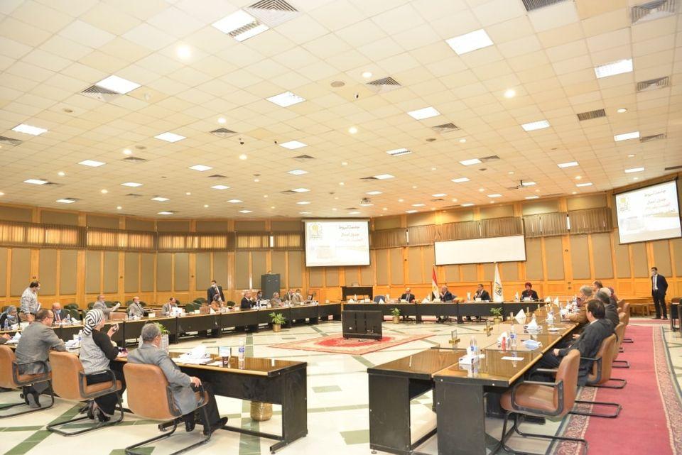جامعة أسيوط: تعيين 20 مدرسًا جديدًا بعدد من كليات الجامعة
