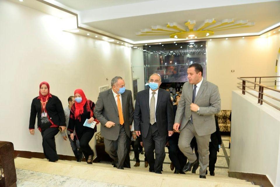 رئيس جامعة أسيوط يفتتح مبنى الإسكان الفاخر للطلاب المغتربين