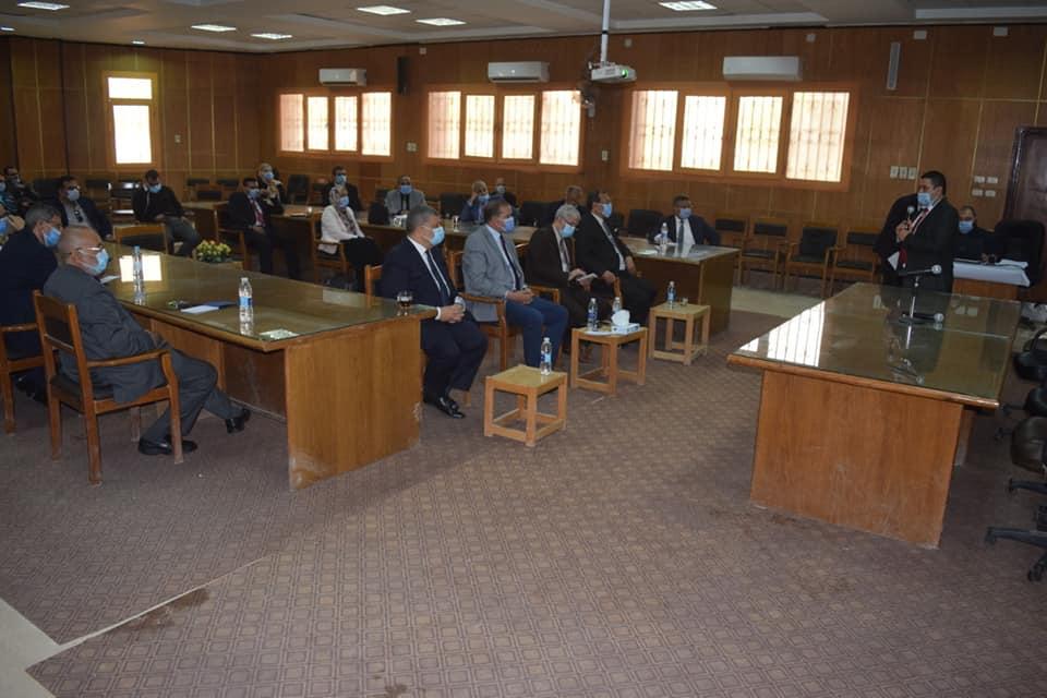 جامعة سوهاج تتعاون مع المجلس الأعلى للجامعات ووزارة الاتصالات للتحول لجامعة ذكية