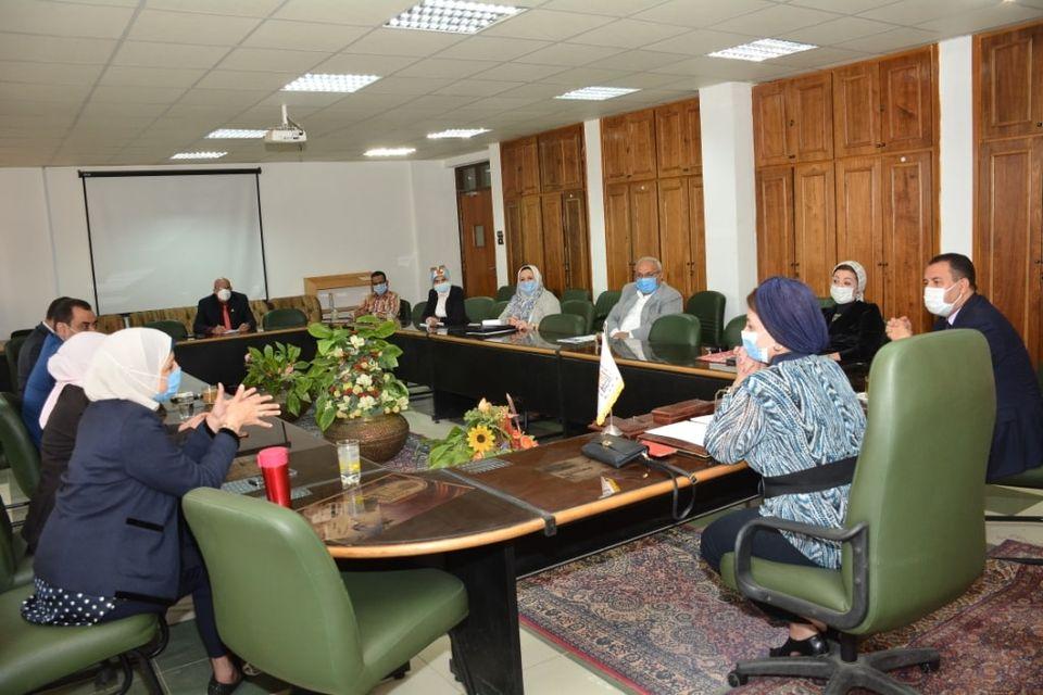 جامعة أسيوط تعلن رسمياً بدء أعمال لجنتها لمتابعة إجراءات الوقاية من «كورونا»