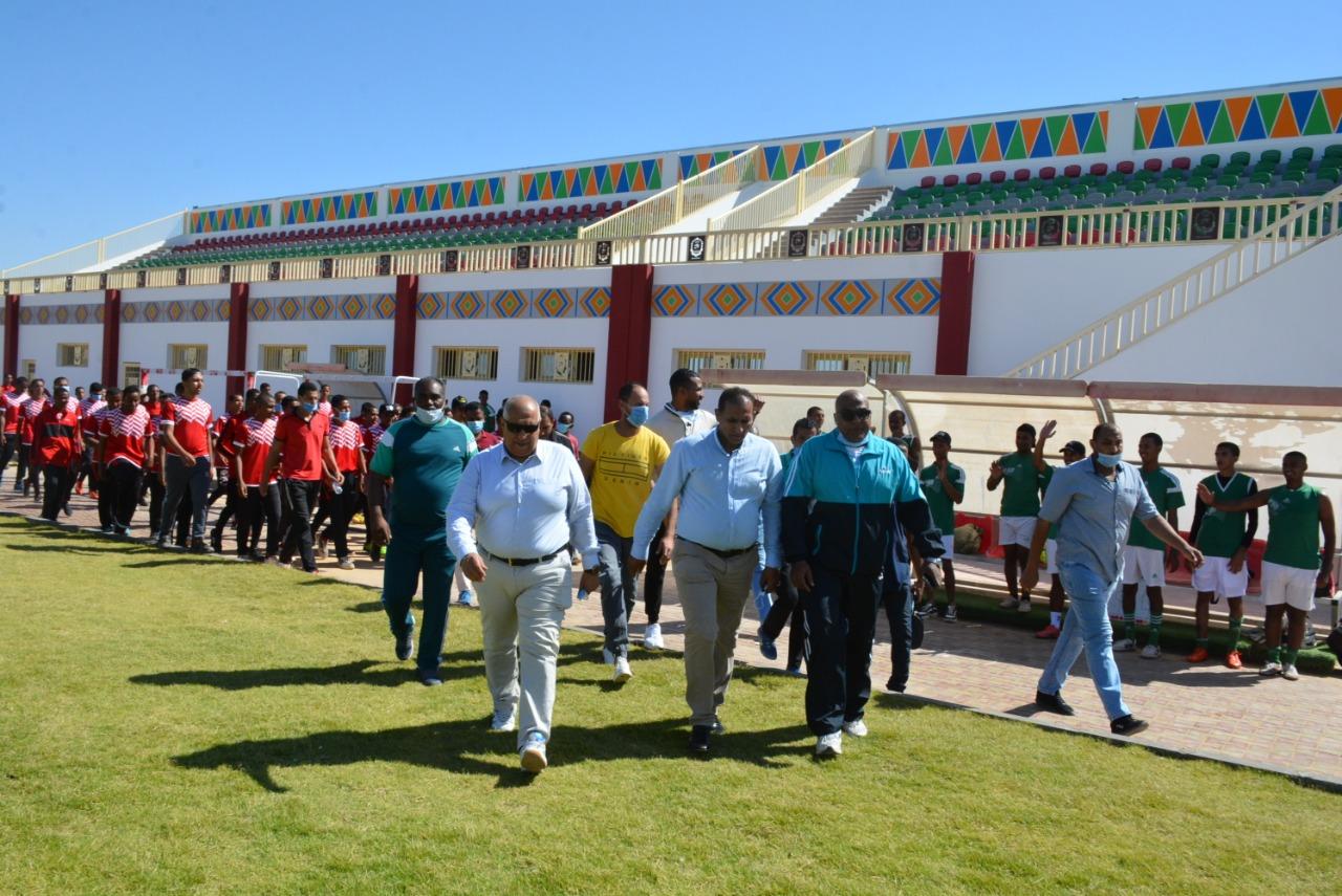 رئيس جامعة أسوان: يشهد فعاليات اليوم الرياضي لأعضاء هيئة التدريس ومعاونيهم باستاد الجامعة الرياضي