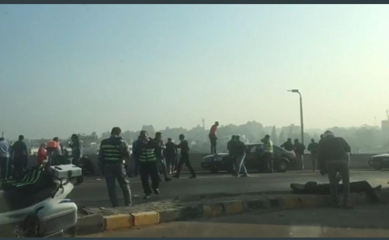 انقلاب حافلة مدرسية بشارع الهرم وتعطل حركة المرور