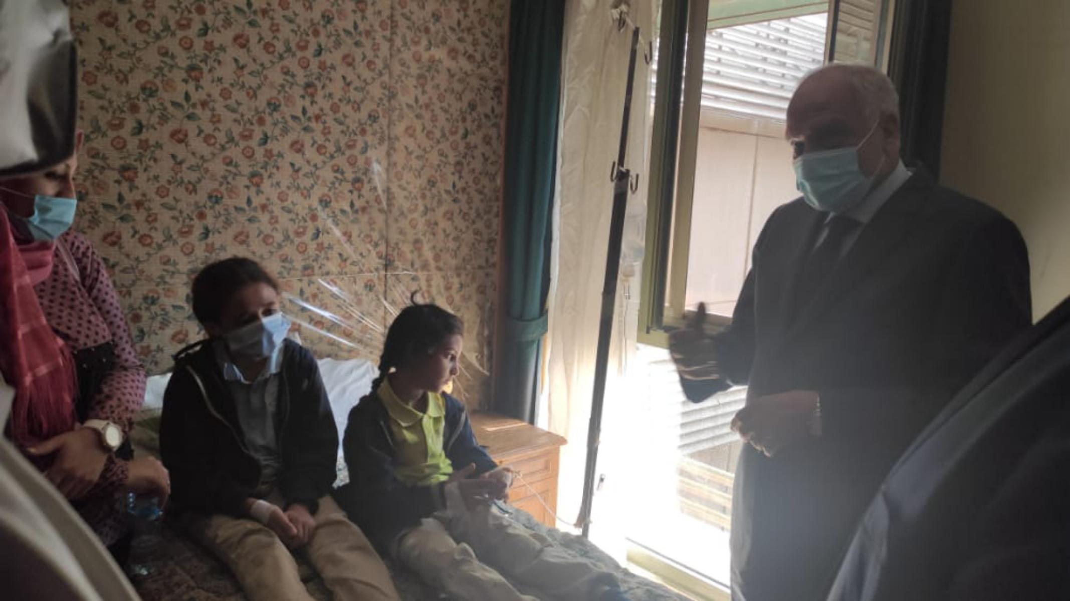 محافظ الجيزة يتحاور مع المصابين