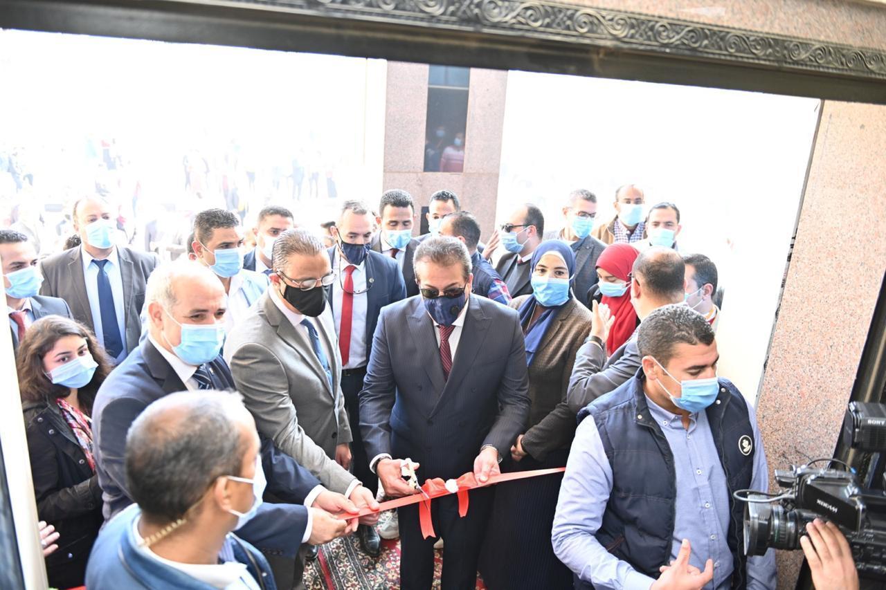 وزير التعليم العالي يفتتح مقر فرع الجامعة المصرية للتعلم الإلكتروني الأهلية بجامعة الفيوم