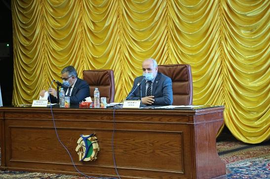 رئيس جامعة الفيوم يقدم تقريرًا مفصلًا عن تصنيفات الجامعة خلال 2020