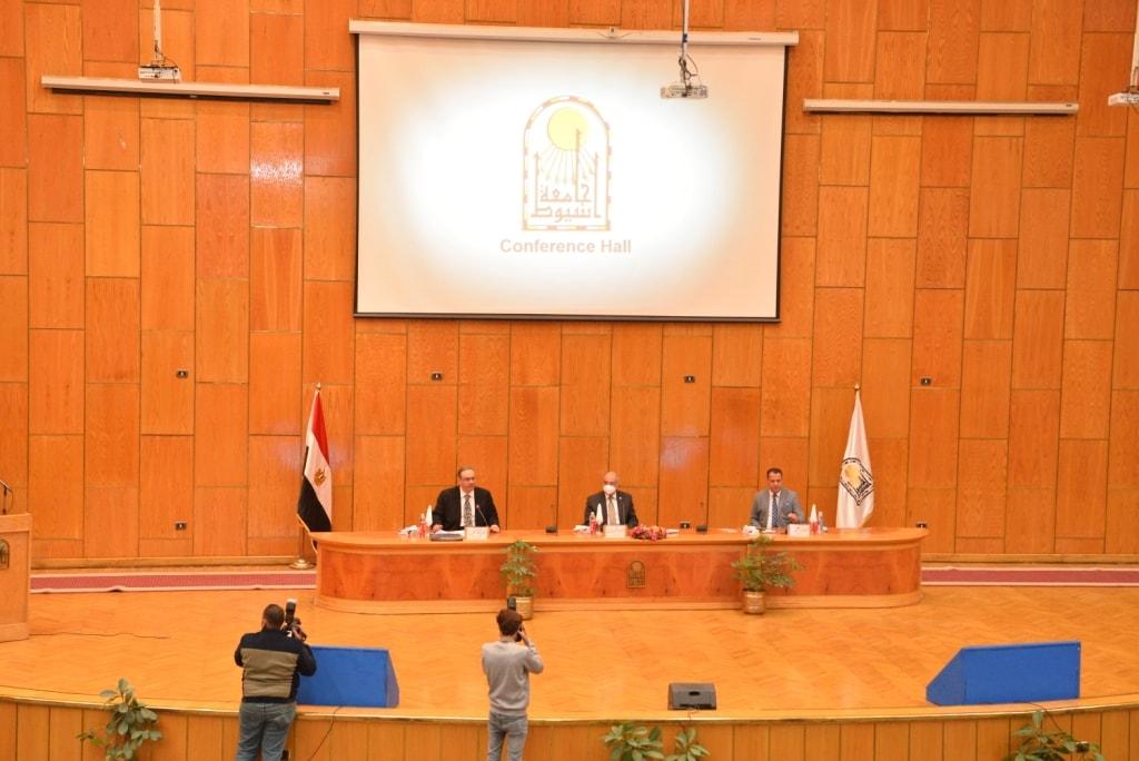 رئيس محكمة الاستئناف بالقاهرة يوصي بجعل تسجيل الرقم القومي شرطاً أساسياً لإنشاء حساب على السوشيال ميديا