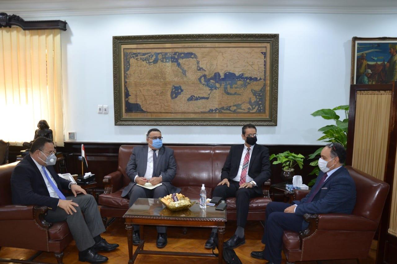 رئيس جامعة الإسكندرية يلتقى نائب رئيس جامعة حمدان بن محمد الذكية بالإمارات