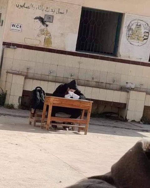 """""""امتحنوه في الحوش بجوار الحمام"""" مدرسة تجبر طالب مصاب بكورونا على حضور الامتحان"""