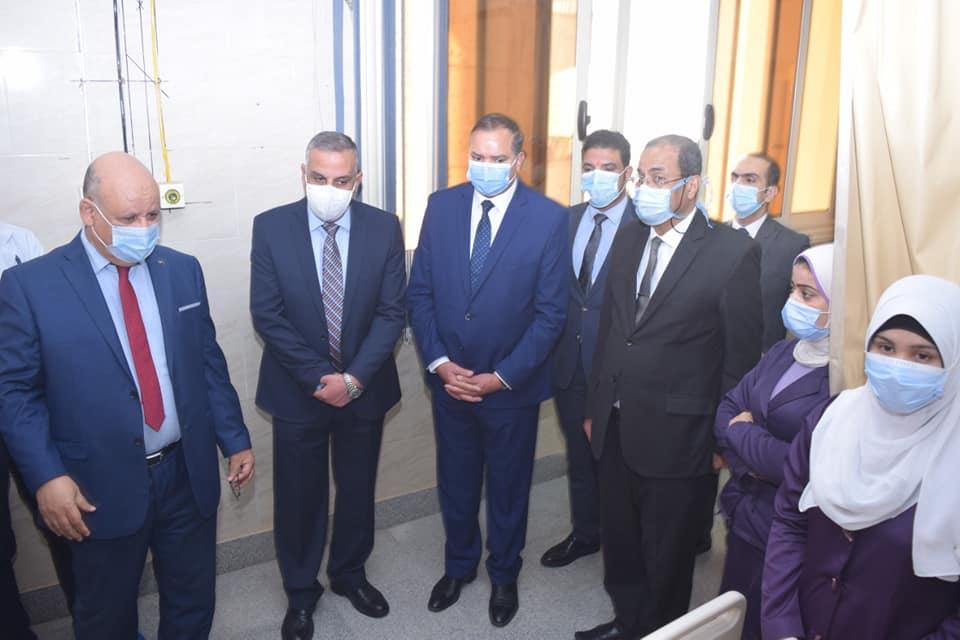 بتكلفة 11 مليون جنيه.. رئيس جامعة سوهاج والمحافظ يفتتحان وحدة طب الأطفال