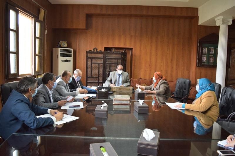 رئيس جامعة بني سويف يعلن الانتهاء من تدريب 316 موظف