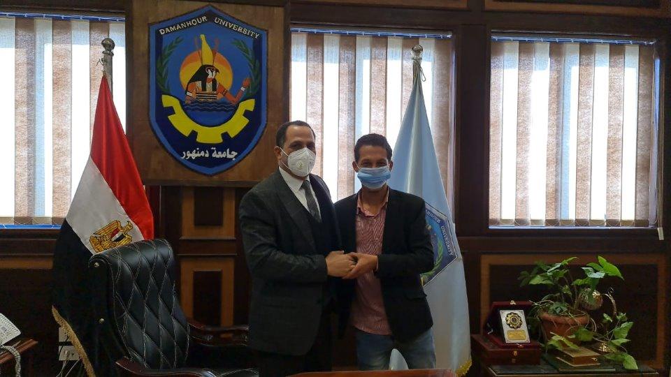 رئيس جامعة دمنهور يوافق على التماس طالب كلية التجارة بعد قرار فصله