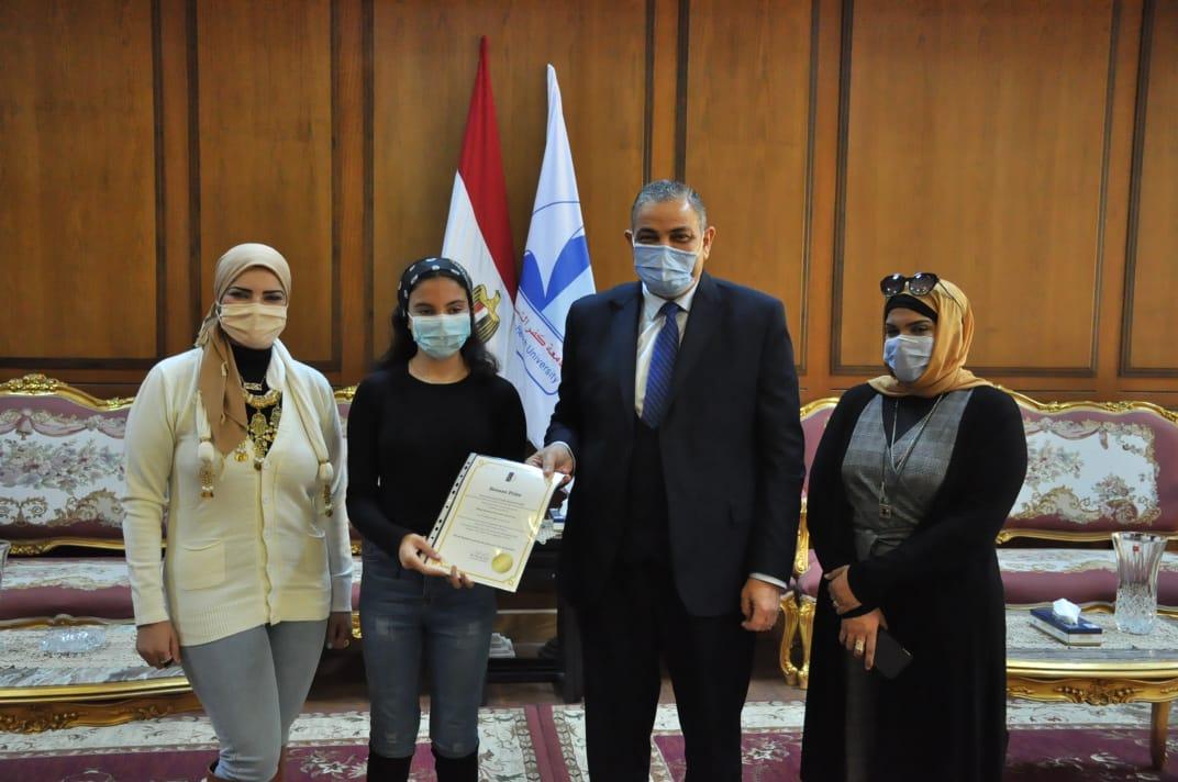 جامعة كفرالشيخ تكرم الفائزة بالميدالية البرونزية في أولمبياد كوريا الدولية لشباب المخترعين
