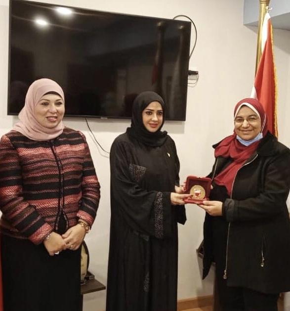 المستشار الثقافي البحريني يبحث مع التعليم العالي زيادة المنح ومشكلات الاقامة