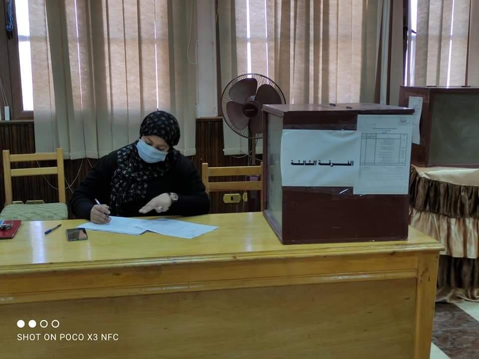 رئيس جامعة أسوان: تطبيق الإجراءات الاحترازية بالجولة الأولى للانتخابات