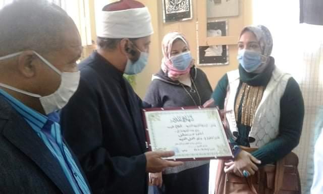 الوكيل الشرعي للإسكندرية يتفقد استعدادات معهدي فتيات القويري والإمام الشافعي
