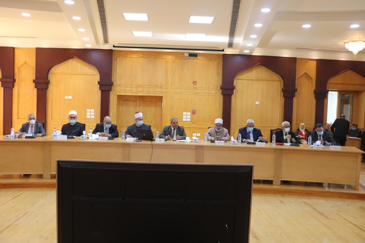 مجلس جامعة الأزهر يشدد على الالتزام بالإجراءات الاحترازية و يحذر من الانسياق وراء الشائعات