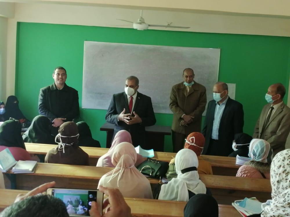 رئيس جامعة الأزهر يتفقد الدراسات الإسلامية والعربية بالفيوم ويشدد على الإجراءات الاحترازية