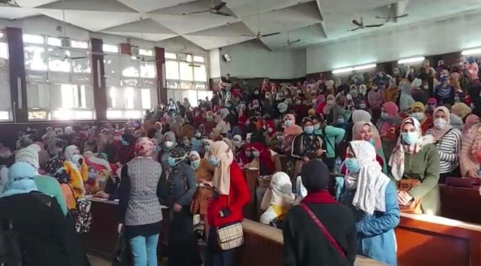 جامعة طنطا تحيل أعضاء هيئة تدريس للتحقيق العاجل بسبب تزاحم الطلاب بالمجمع الطبي