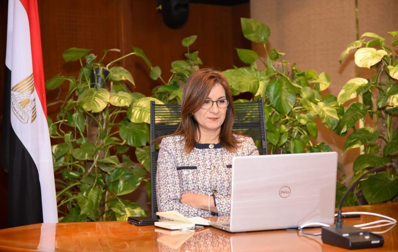 السفيرة نبيلة مكرم تسجل فيديو المبادرة بصوتها