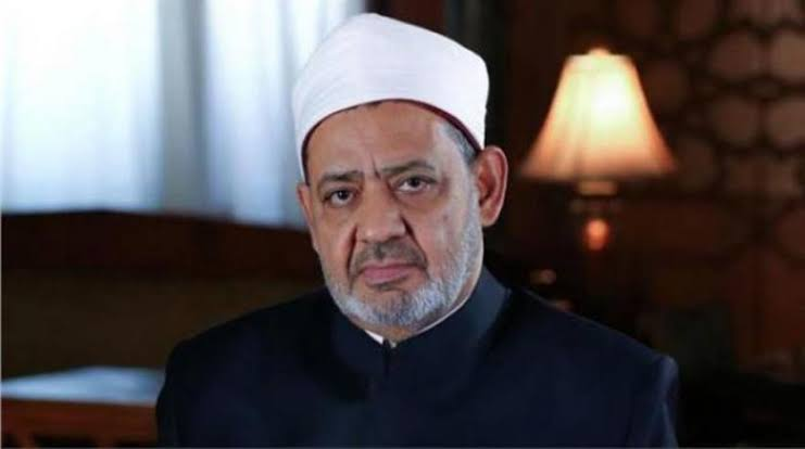 الإمام الأكبر يوجه رسالة للطواقم الطبية