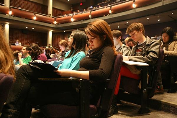 تفاصيل الحصول على منحة بكالوريوس جامعة تورنتو لعام 2021